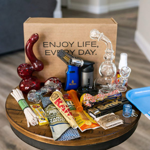 me time box smokers subscription box with free glass pipe free shipping gifts for pot smokers gifts for stoners